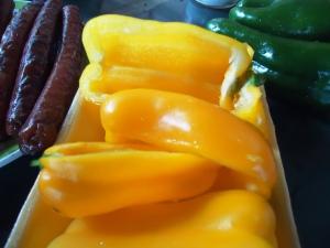 Pimentão amarelo limpo e cortado