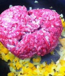 Refogando carne moída