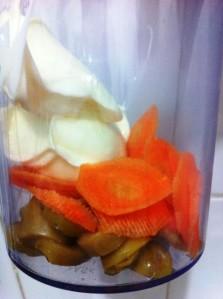 Cenoura, requeijão e azeitona no mixer
